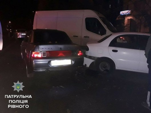 ВРовно пьяная женщина разбила 4 автомобиля вовремя парковки